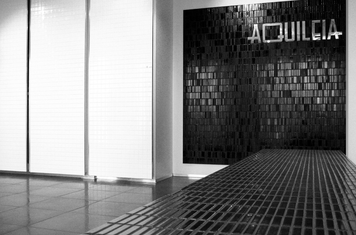 Aquileia mosaics showroom sassuolo studio marco taietta for Tek arredamenti